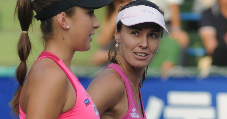 Martina Hingis och Belinda Bencic (Foto: Tatiana - https://www.flickr.com/photos/kulitat/ - CC BY-SA 2.0)