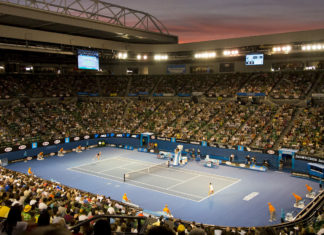 By Steve Collis from Melbourne, Australia - Centre Court at duskUploaded by Flickrworker, CC BY 2.0, https://commons.wikimedia.org/w/index.php?curid=28553036